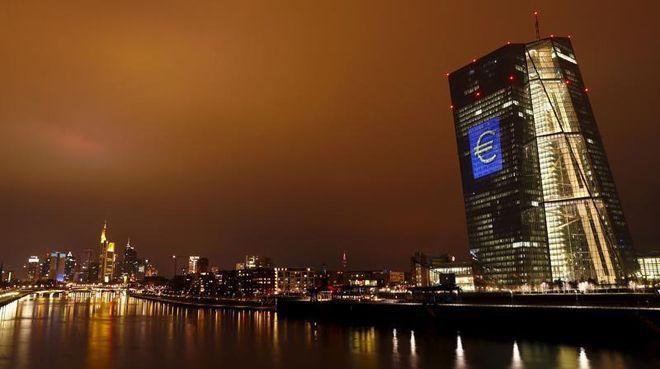 ECB'den `parasal gevşeme` mesajı