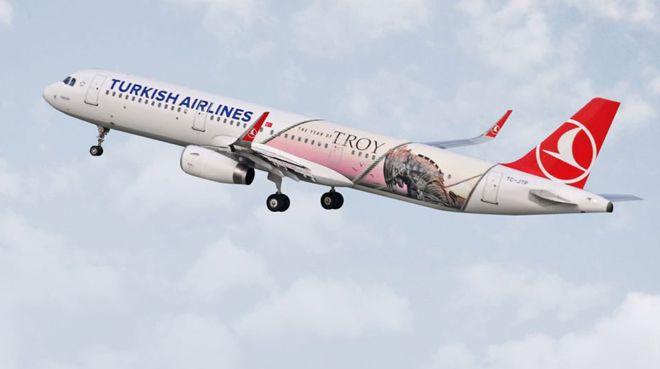 Türk Hava Yolları'nın `Troya` temalı uçağı göklerde