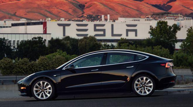 Tesla`da iptaller yeni siparişleri geçti